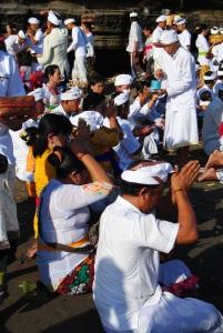 fedeli a Tnah Lot- Bali